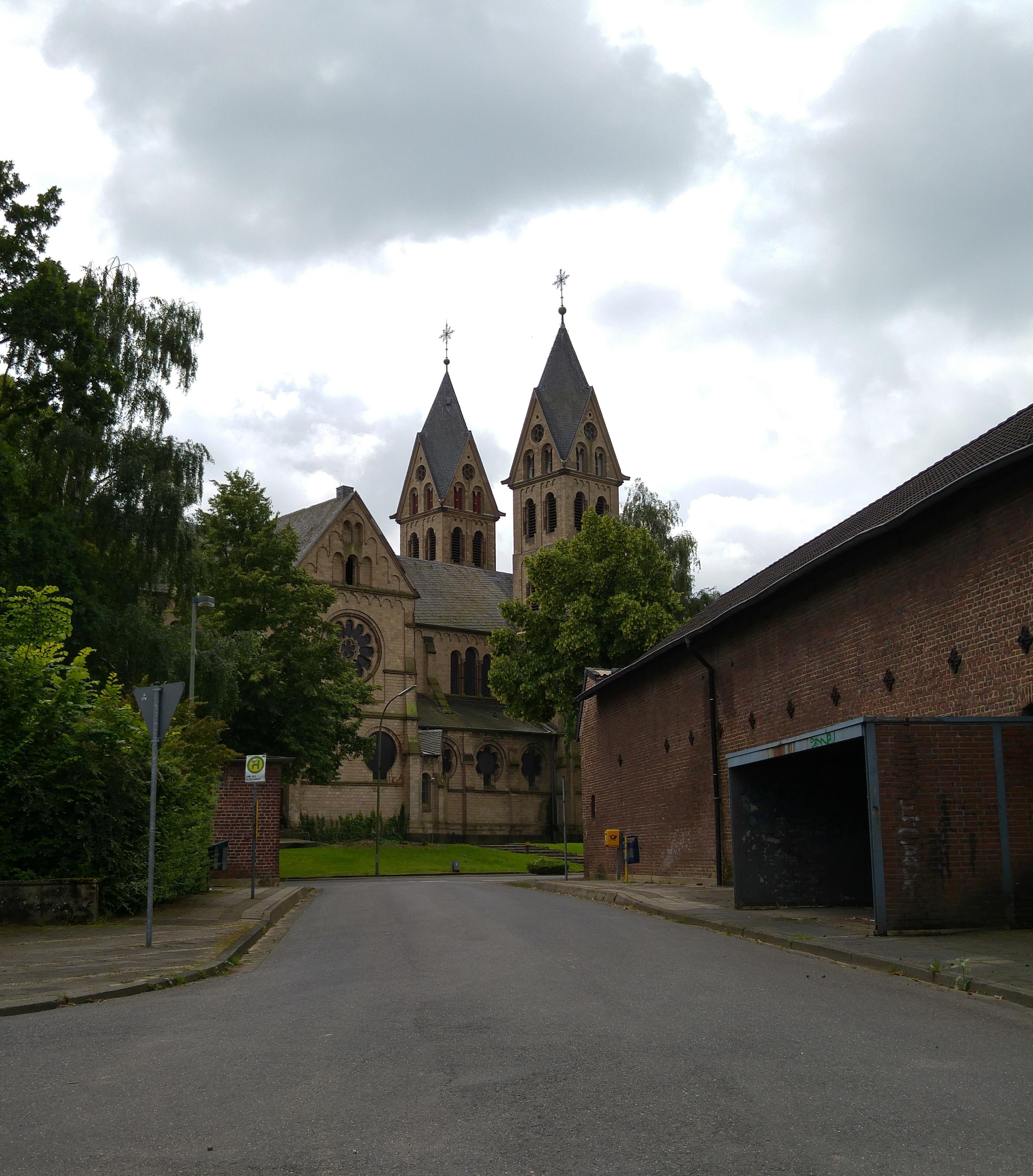 Im Herzen von Immerath: Kirche Sankt Lambertus, ein neuromanischer Bau aus dem Jahr 1891