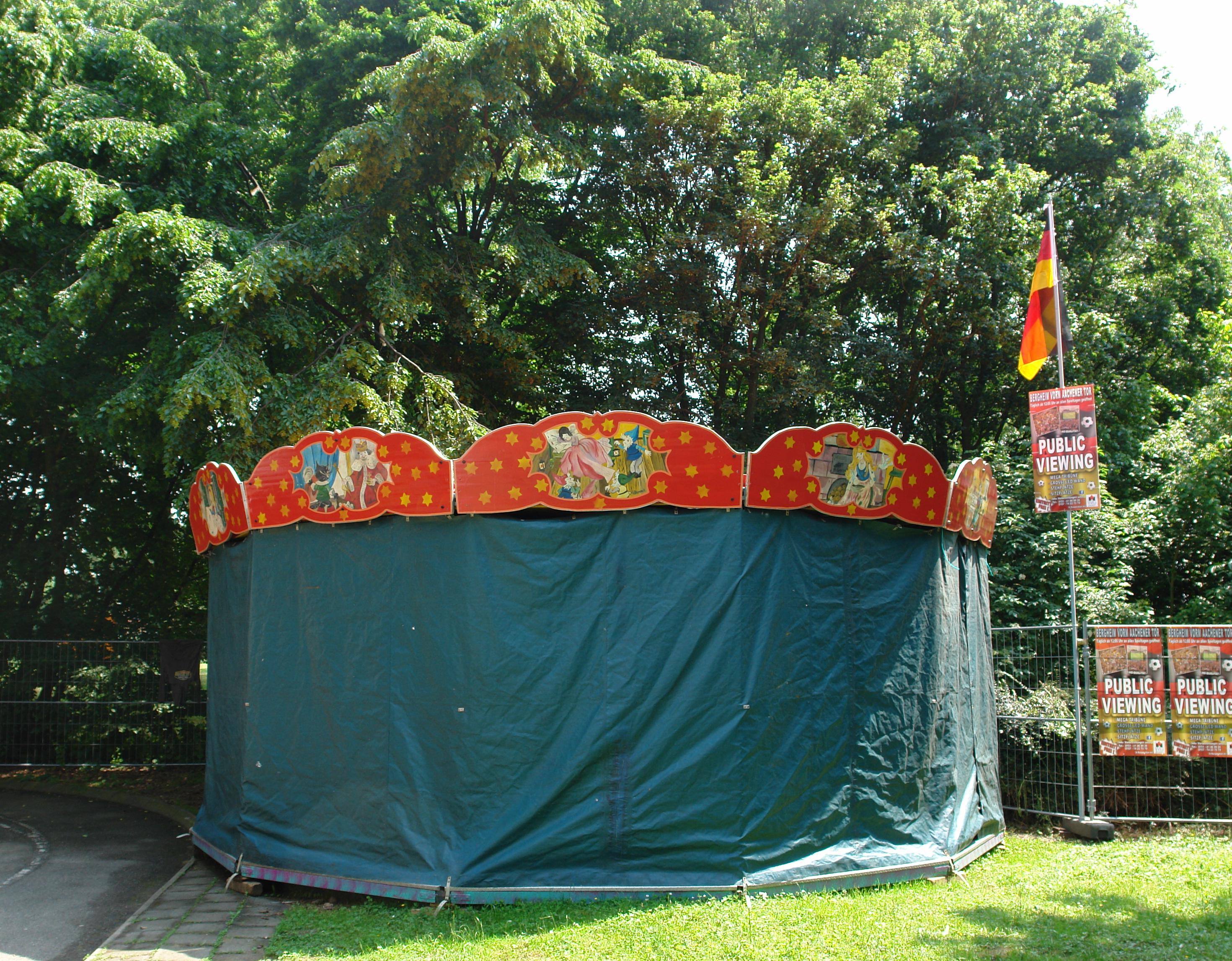 Noch eingepackt, das Kinderkarusell ist an jedem Tag geöffnet.